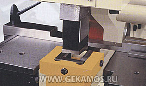 Вырубание пазов на модуле пробивки microcrop